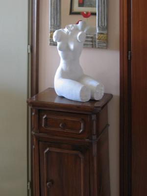 """ambientazione scultura in marmo """"Busto di donna"""""""